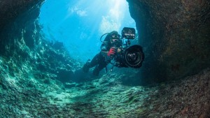 Roger Munns filming in Luscas Breath Blue Hole